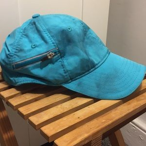 Excellent condition water resistant lululemon hat